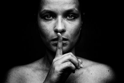mujer-silencio